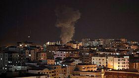 إسرائيل تقصف محطة تلفزيونية تابعة لحماس في غزة بعد قذائف تحذيرية
