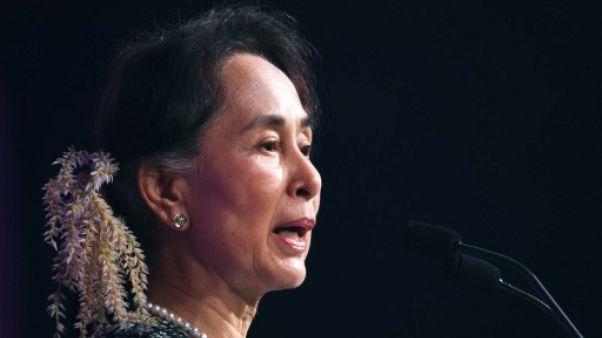 Suu Kyi déchue de son prix par Amnesty, colère de son parti