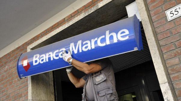 Banca Marche: tre assolti, 13 a giudizio
