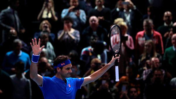 Federer rebounds to keep ATP Finals hopes alive