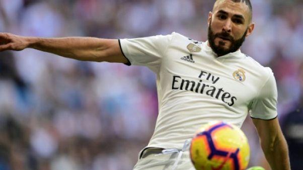 Tentative d'extorsion: trois proches de Karim Benzema placés en garde à vue