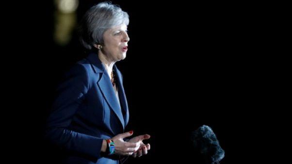 Brexit: Theresa May rallie de haute lutte son gouvernement au projet d'accord