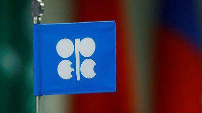 مصادر: أوبك وشركاؤها يناقشون خفض المعروض النفطي خشية هبوط الأسعار