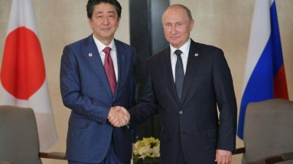 A Singapour, Poutine et Abe parlent d'un traité de paix