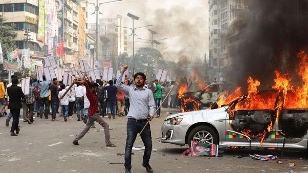 شرطة بنجلادش تطلق الرصاص المطاطي والغاز المسيل للدموع لتفريق احتجاج للمعارضة