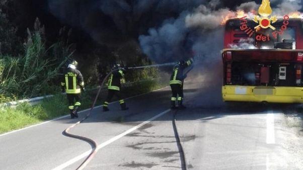 In fiamme autobus urbano, nessun ferito