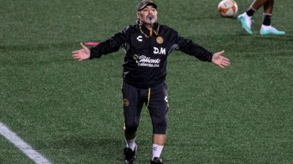 """Argentine: """"Moi, Messi, je l'adore"""", dit Maradona, qui nie l'avoir critiqué"""