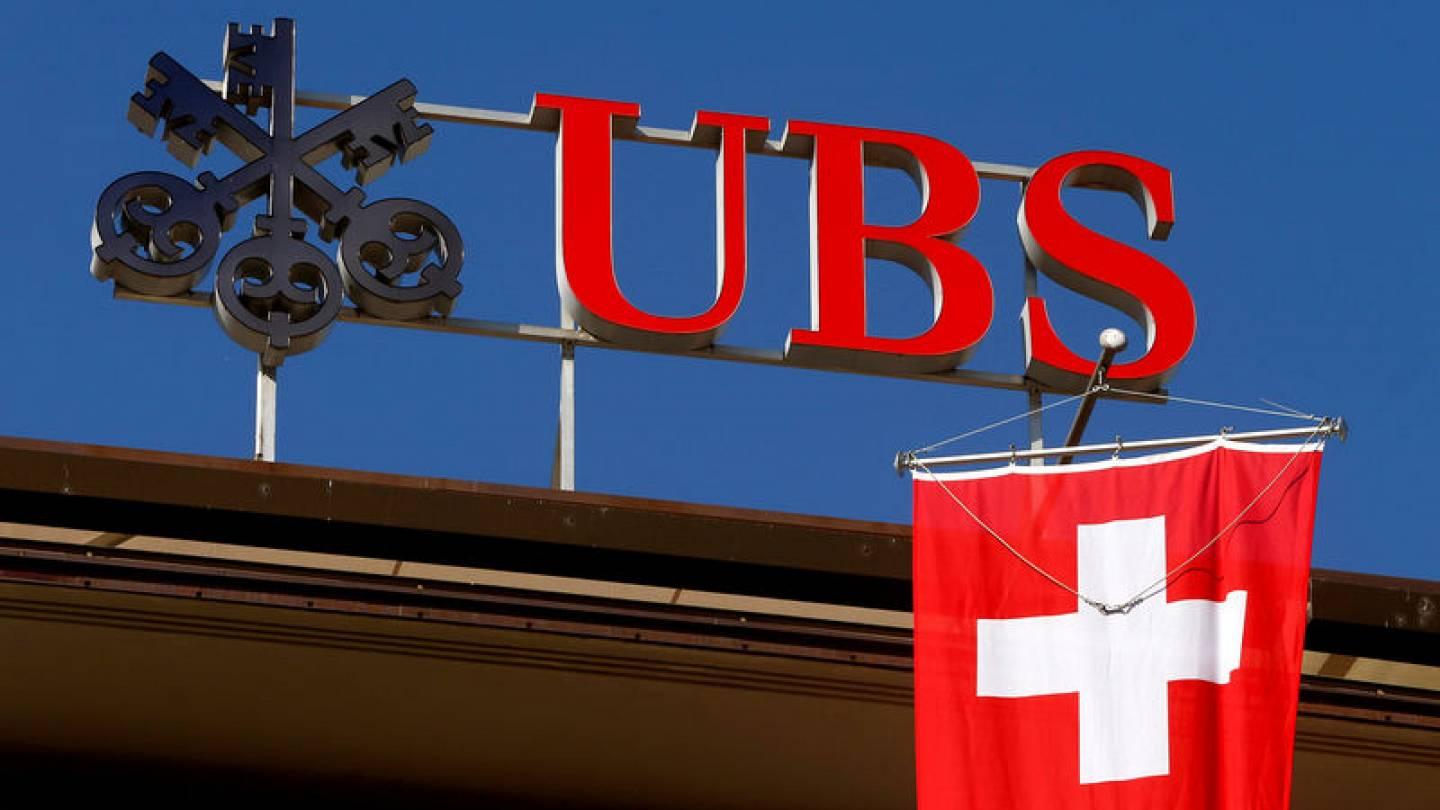 Swiss watchdog investigates banks over alleged payments