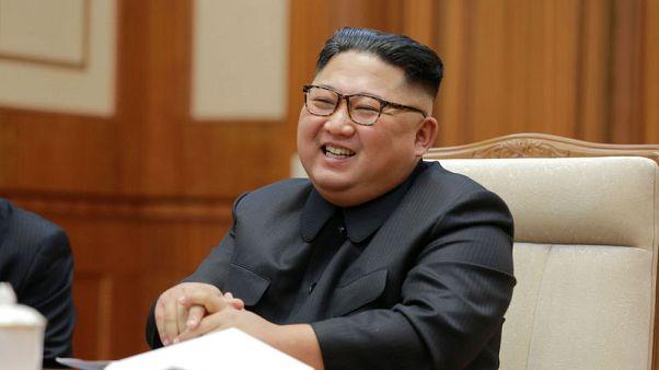 """الزعيم الكوري الشمالي يشهد تجربة سلاح """"تكتيكي"""" جديد"""