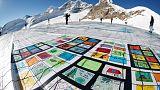 بطاقة بريدية ضخمة على أكبر جبل جليدي بغرب أوروبا للترويج لمكافحة تغير المناخ