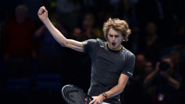 Masters: Zverev domine Isner et jouera Federer en demi-finale