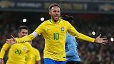 نيمار يقود البرازيل لهزيمة أوروجواي وديا بركلة جزاء مثيرة للجدل