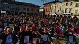 Lodi: caso mense, flash-mob protesta