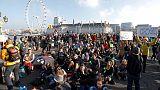 احتجاج بيئي يؤدي لإغلاق جسور بلندن واعتقال 70 شخصا