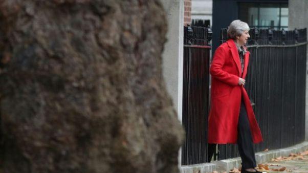"""Semaine """"cruciale"""" pour le Brexit, Theresa May retourne à Bruxelles"""