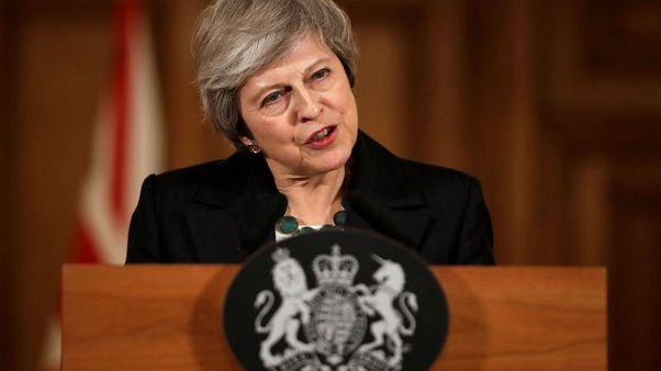 رئيسة وزراء بريطانيا: الإطاحة بي تهدد بتأخير الخروج من الاتحاد الأوروبي