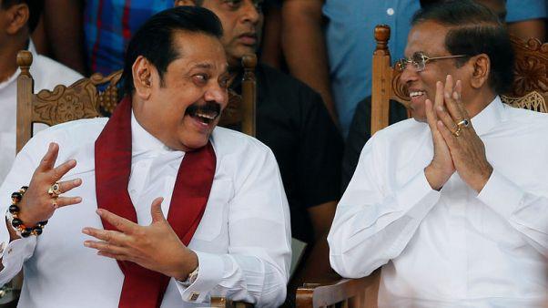رئيس سريلانكا يدعو البرلمان لإجراء تصويت ثالث بالثقة على راجاباكسه