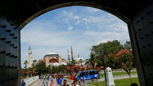 وزير: عدد الزائرين الأجانب لتركيا سيتجاوز 40 مليونا في 2018