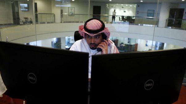 البورصة السعودية ترتفع من أدنى مستوياتها في شهر