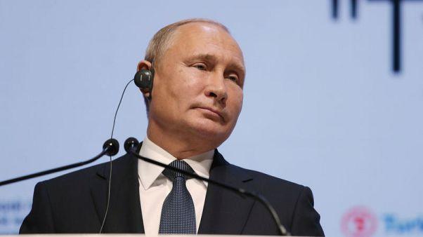 بوتين يقول إن بلاده سترد إذا انسحبت أمريكا من معاهدة القوى النووية