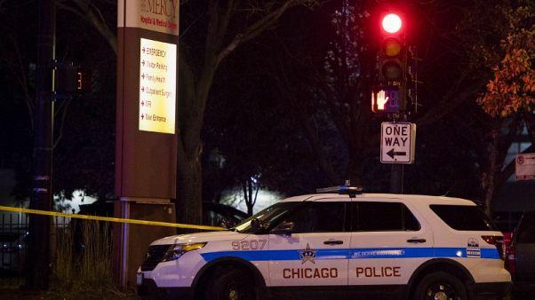 مقتل 4 بينهم مسلح أطلق النار خارج مستشفى في شيكاجو