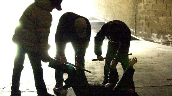 15enne rapito e torturato da coetanei