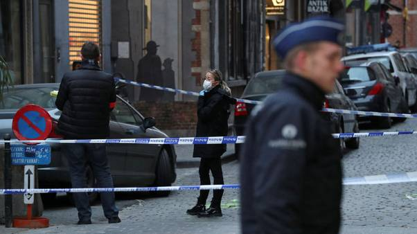 """مهاجم يهتف """"الله أكبر"""" يطعن شرطيا بلجيكيا"""