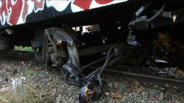 Maltempo,in Salento treno investe tronco
