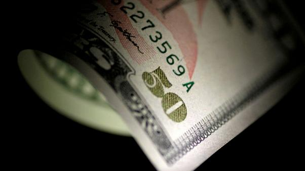 الدولار يقفز من أدنى مستوى في أسبوعين مع تراجع الإقبال على المخاطرة