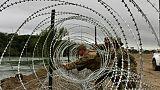 L'armée américaine déroule des kilomètres de barbelés à la frontière mexicaine