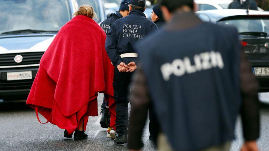 إيطاليا: قوة معززة ب 600 شرطي تصادر فيلات تابعة للمافيا في العاصمة روما