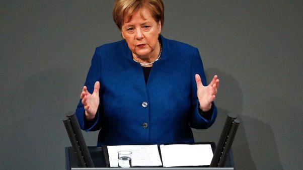 ميركل تأمل في حل أزمة اعتراض إسبانيا على اتفاق الخروج البريطاني بحلول الأحد