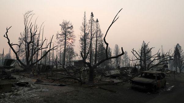 الناجون من حريق كاليفورنيا الأمريكية يتأهبون لأمطار غزيرة