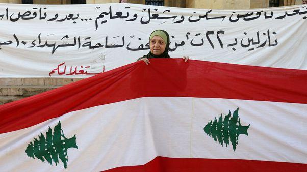 لبنان يحيي الذكرى 75 للاستقلال وسط احتجاجات بسبب تأخر تشكيل الحكومة