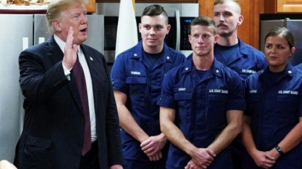 Rompant avec la trêve politique de Thanksgiving, Trump attaque les juges