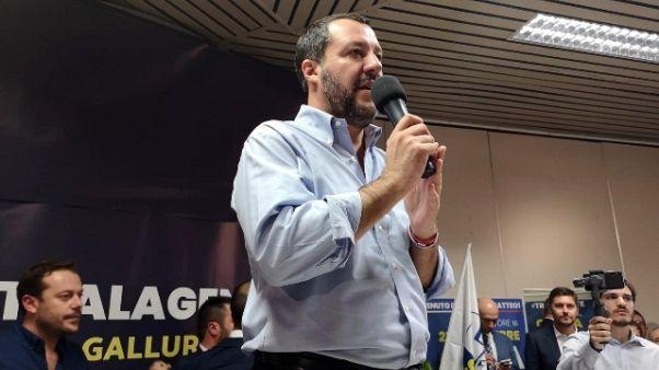 Salvini, a casa migranti che delinquono