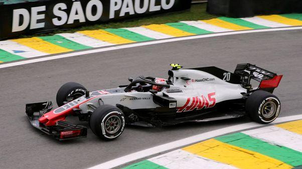 هاس يحتج على سيارات فورس انديا خلال السباق الختامي لفورمولا 1 في أبوظبي