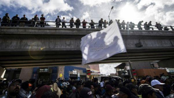 Tijuana: des centaines de migrants manifestent près de la frontière avec les Etats-Unis