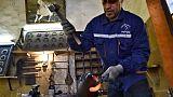 L'un des derniers maréchaux-ferrants d'Algérie lutte pour la survie du métier