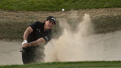 Mickelson beats Woods in $9 million winner-take-all match