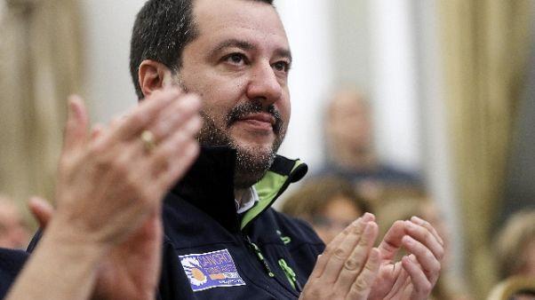 Salvini, Malta abbandona barca migranti