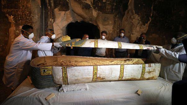 مصر تكشف عن تابوت أثري لم يفتح من قبل يضم مومياء امرأة