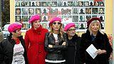 Violenza donne: baschi rosa e flash mob