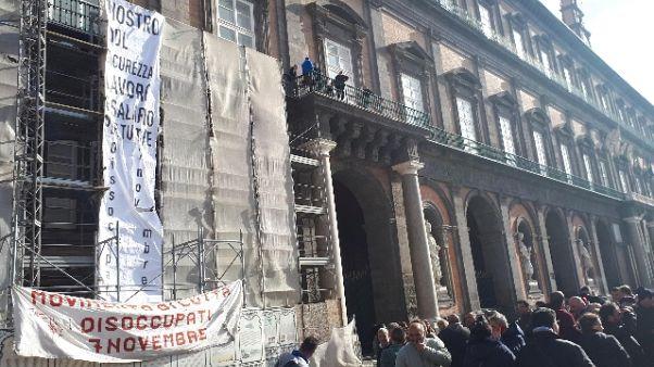Dl sicurezza,striscione su Palazzo Reale