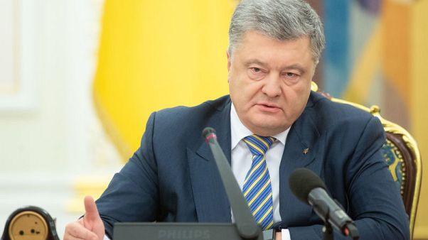 رئيس أوكرانيا يصدر مرسوما بفرض الأحكام العرفية
