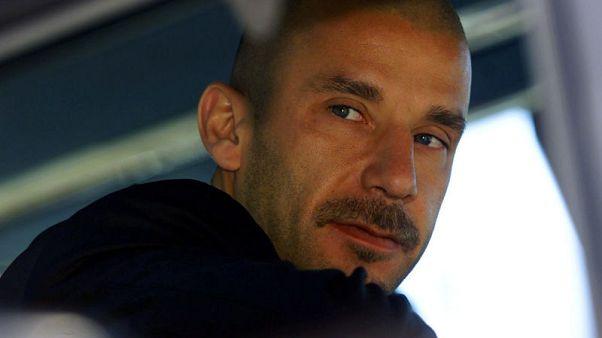 Former Italy striker Vialli reveals cancer battle