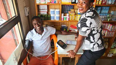 Quand les commerçants mesurent la tension artérielle : la Fondation Novartis et ses partenaires démontrent l'efficacité et l'approche communautaire de la lutte contre l'hypertension au Ghana