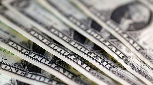 الدولار يصعد بعد تأييد مسؤول بمجلس الاحتياطي الاتحادي لرفع الفائدة