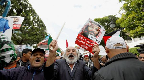 التونسيون ينظمون أول احتجاجات عربية ضد زيارة ولي عهد السعودية