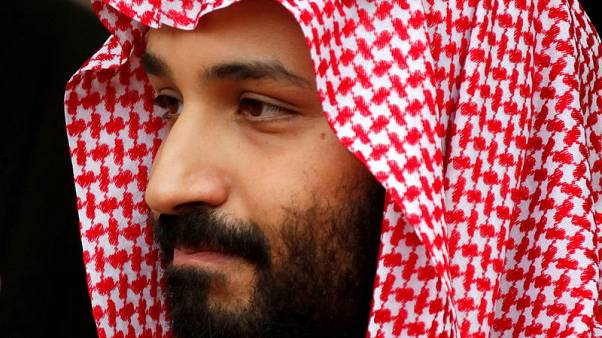 ولي العهد السعودي يصل إلى تونس وسط احتجاجات